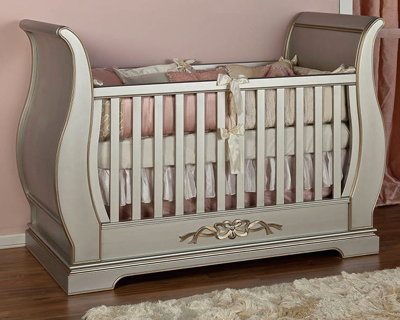 Romina New York Traditional Crib in Grey