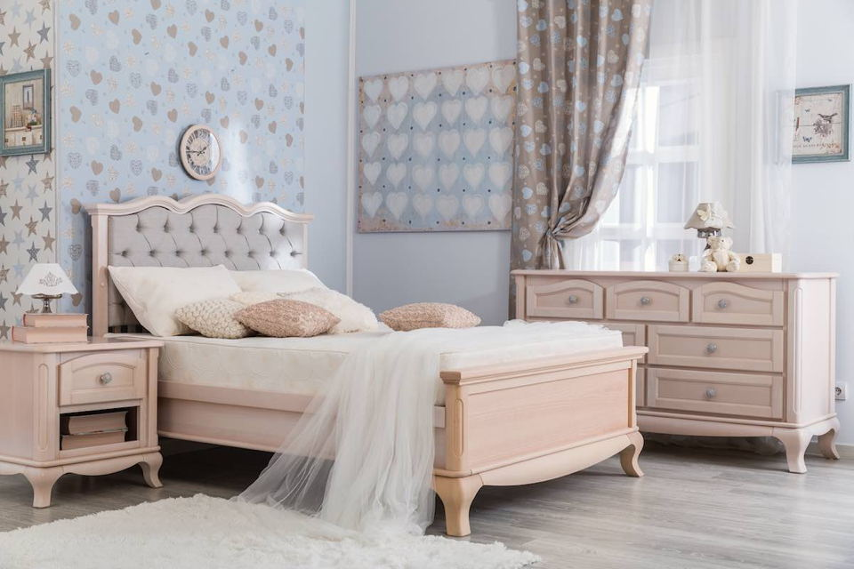 Romina - Cleopatra Collection with Tufted Full Bed